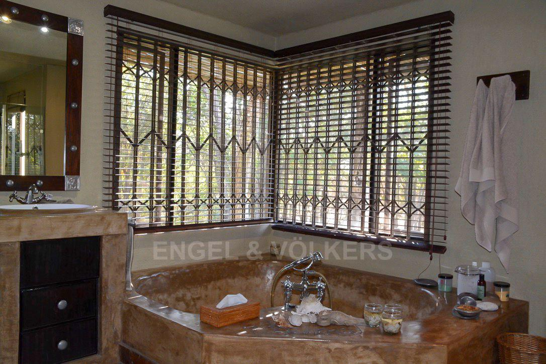 House in Phalaborwa & surrounds - Bathroom 1.jpg