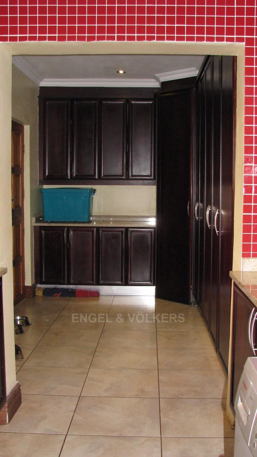 House in Melodie A/h - Roof height cupboards in laundry