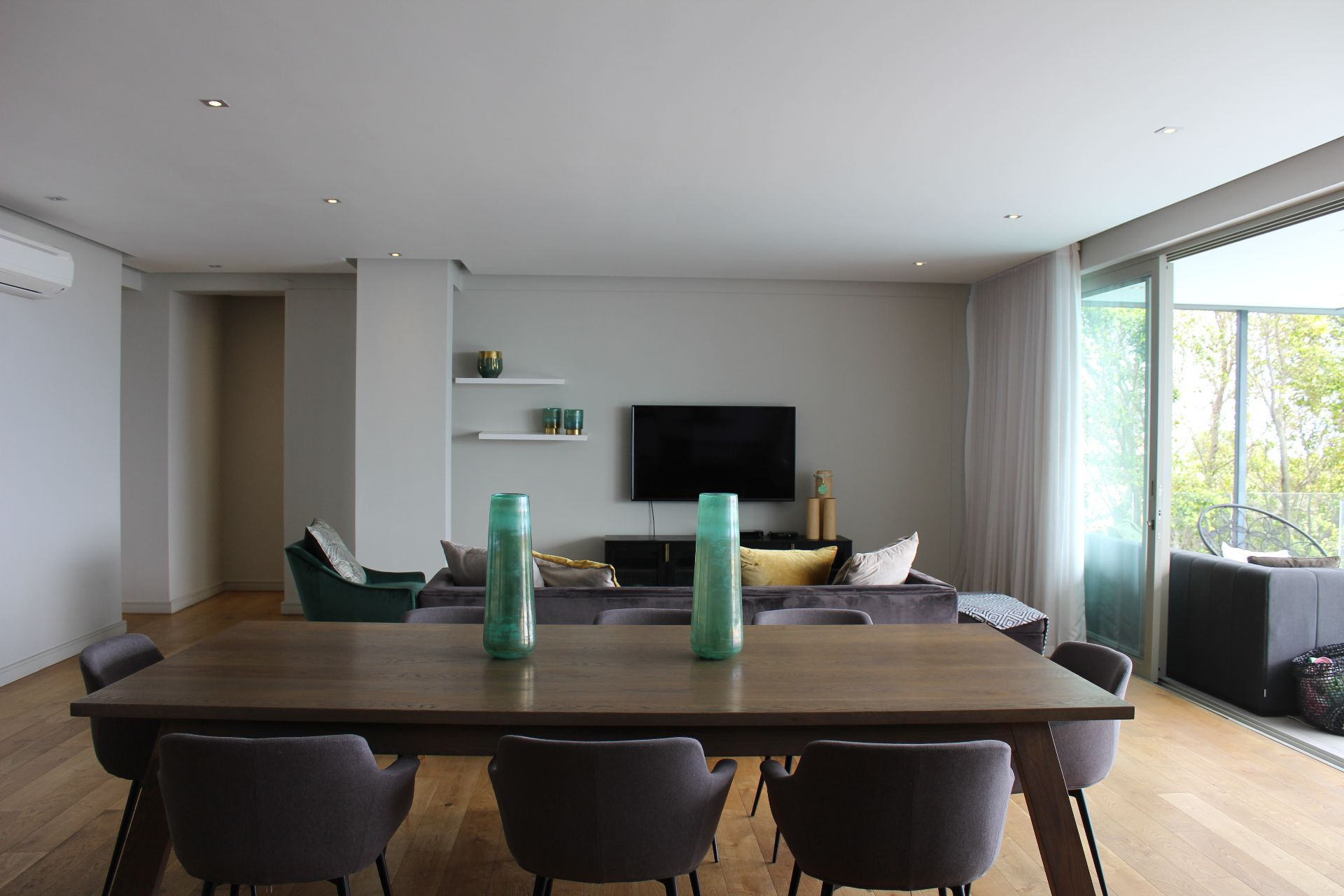Apartment in Bantry Bay - Dining area (2).JPG