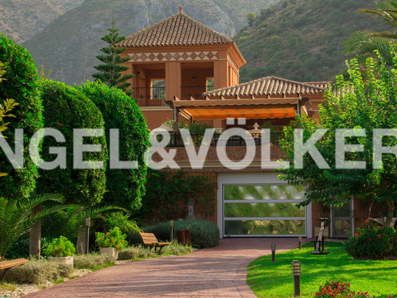 Villa for sale in Istán Marbella Golden Mile