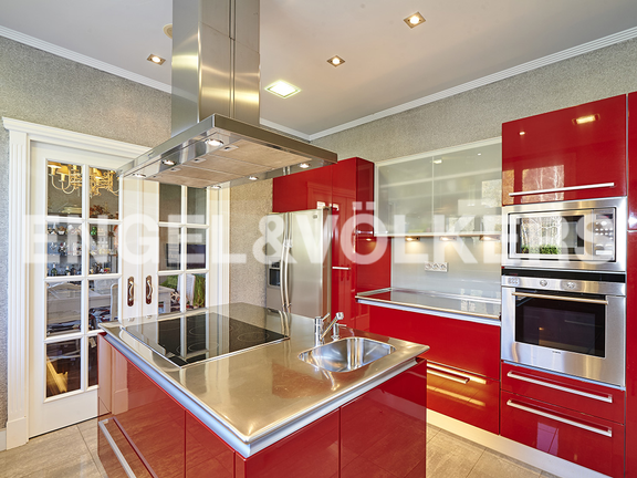 House in Antiguo - Stylish kitchen equipped with appliances of the first brands