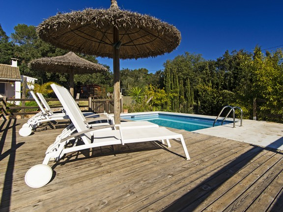 Country home with swimming pool in Costitx