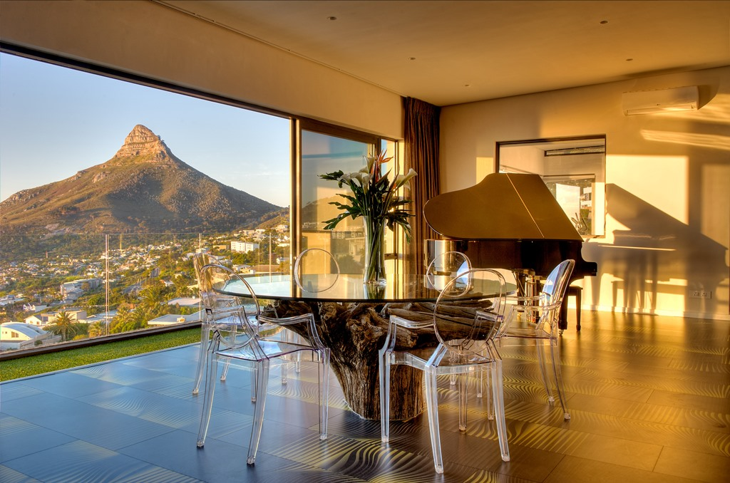 House in Camps Bay - Penthouse Lounge.jpg