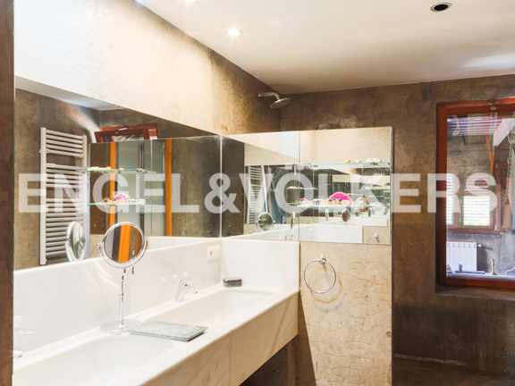 House in Montesol - main bathroom
