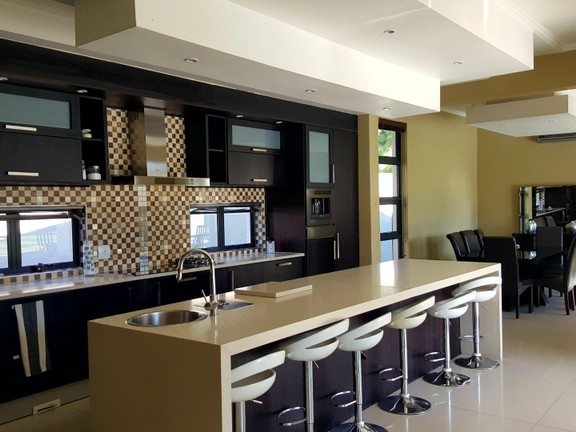 House in Silver Lakes Golf Estate - open plan living areas