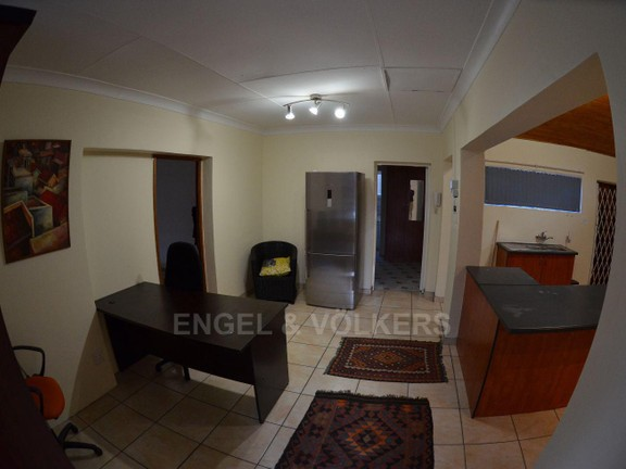 House in Waterkloof Ridge Ext - Open Plan kitchen and dining room
