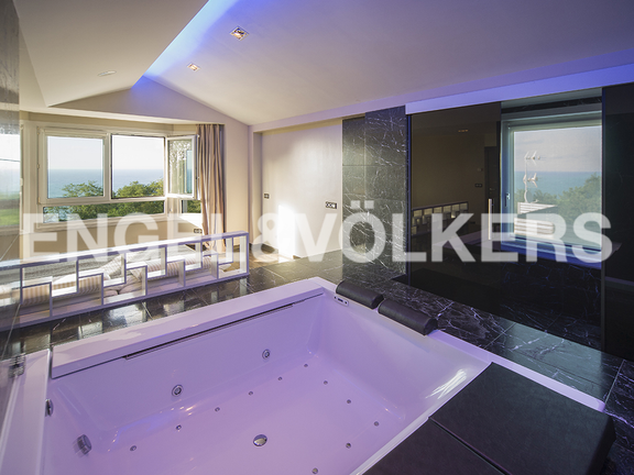 House in Igueldo - Master suite with jacuzzi and sea views