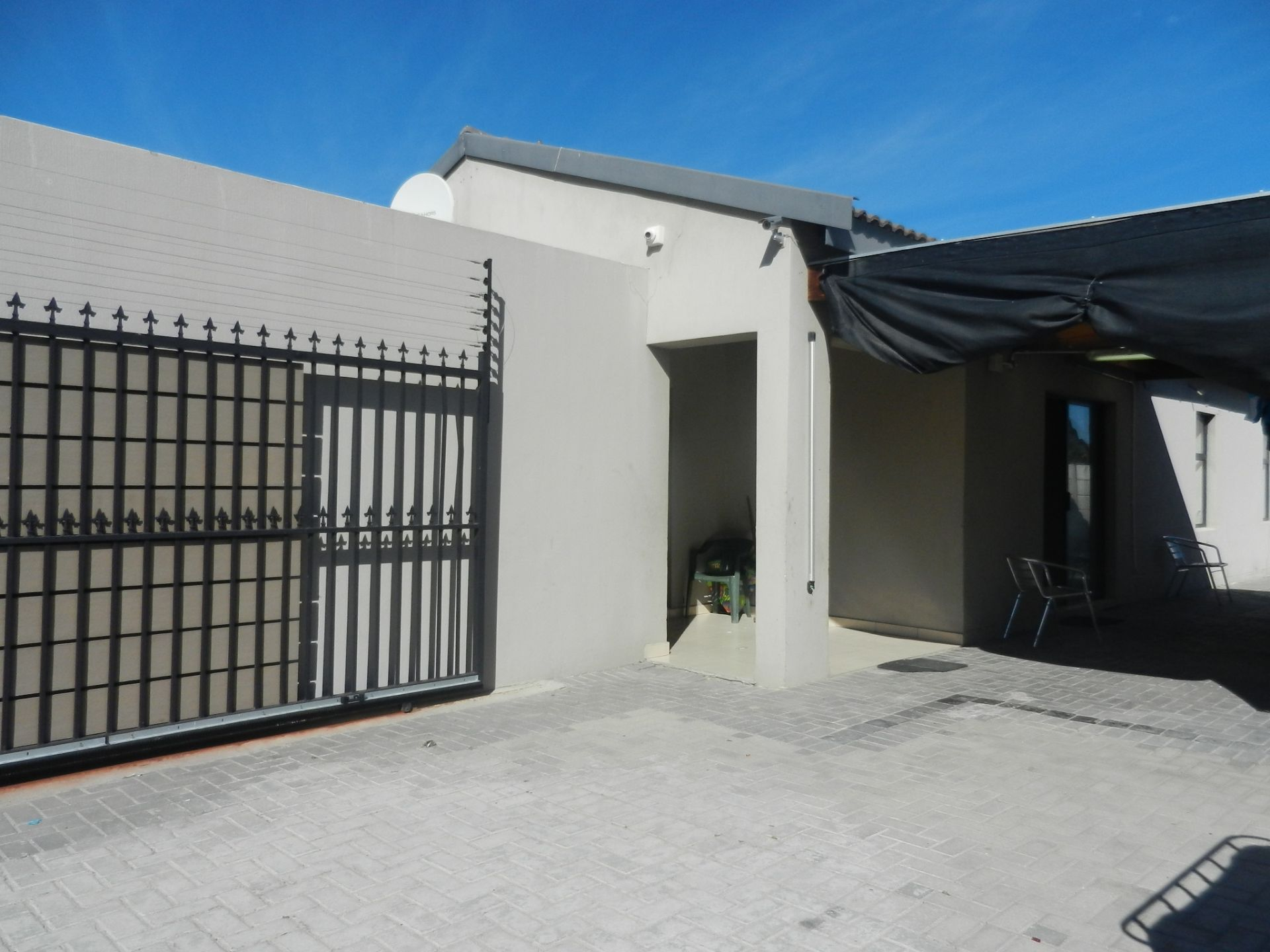 House in Parklands - Front gate
