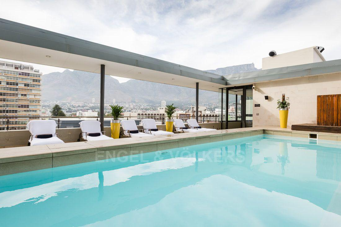 Apartment in City Centre - swimming pool.jpg