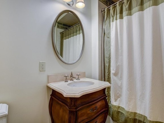 House in Colts Neck - Luxury Rental in Colts Neck!