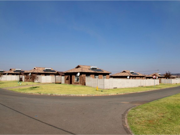 House in Clayville - estate (4).png