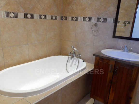House in Waterkloof Boulevard - 1 OF 3 BATHROOMS