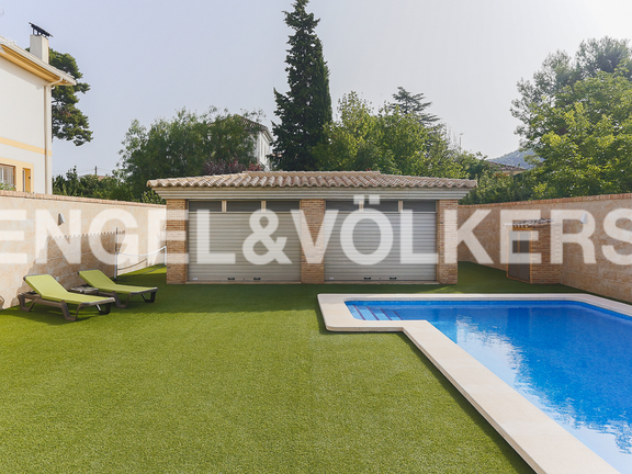 House in Valencia surroundings - Pool, garden and auxiliary building