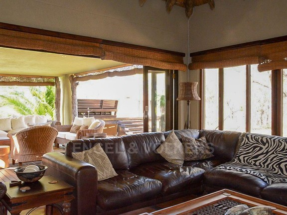 House in Phalaborwa & surrounds - Loung Area.jpg