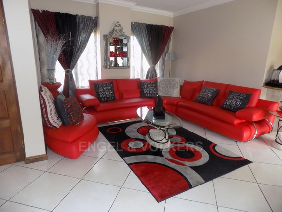 House in Birdwood Estate - Dining area or TV lounge.