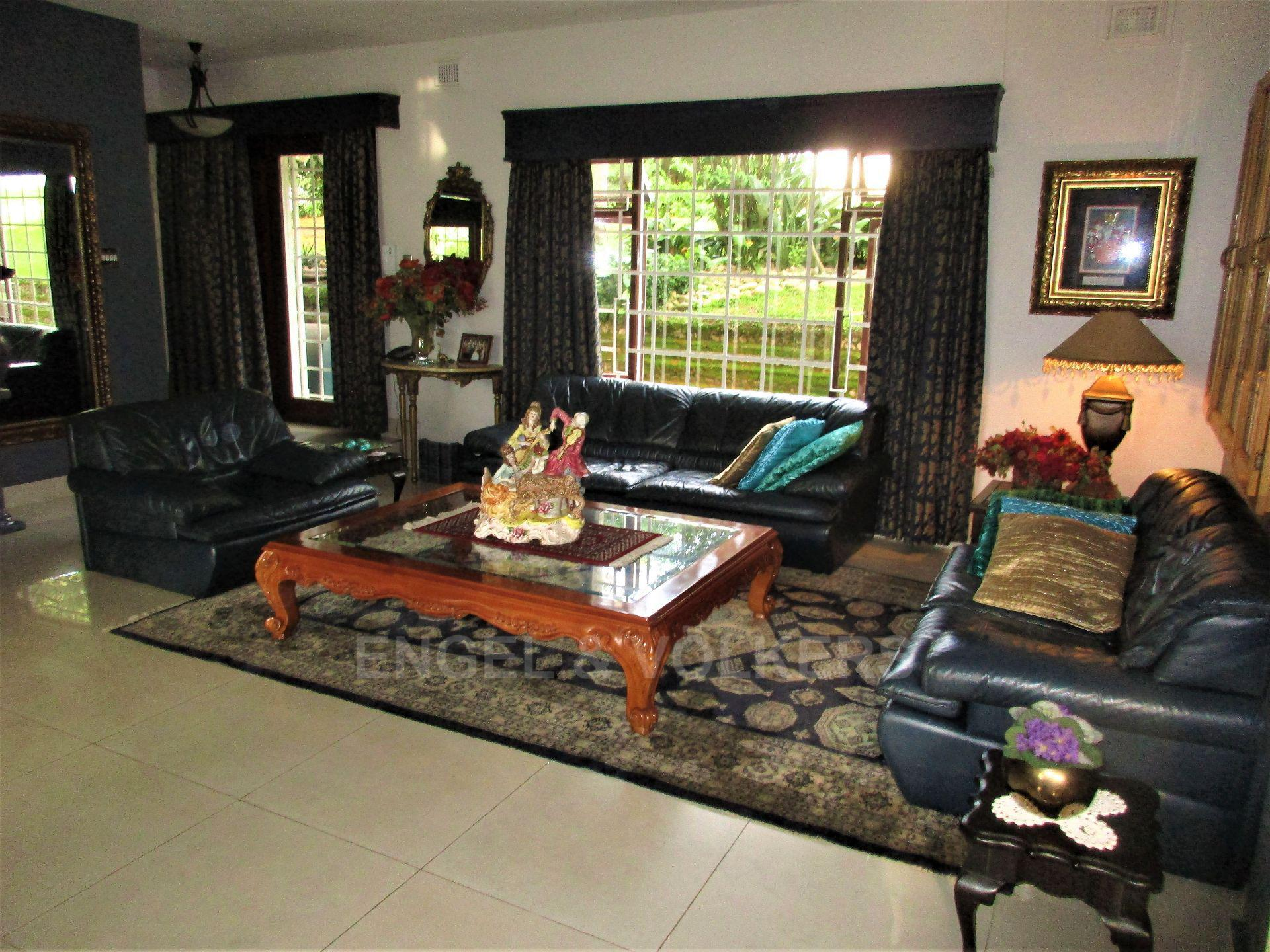 House in Uvongo - 006 - Lounge1.JPG