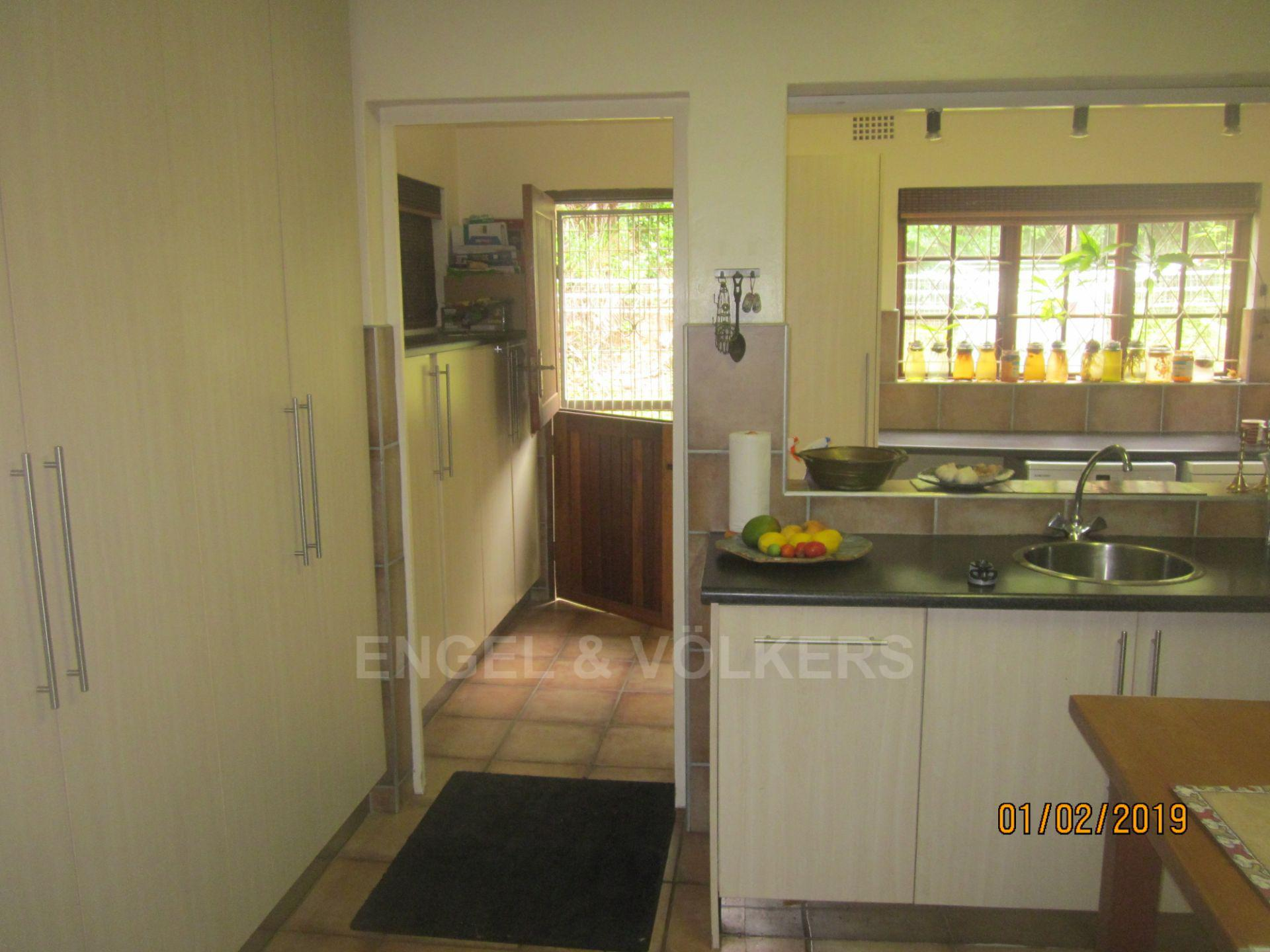 House in Palm Beach - 010 Kitchen - Hatch to Scullery.JPG
