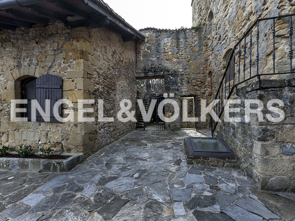 House in Hondarribia Norte - Sight of the access and the stairs that lead to the tower.