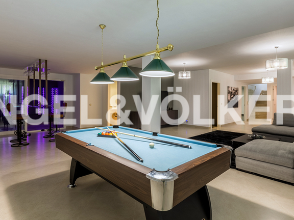 House in Marbella-Nueva Andalucía - Basement with gamesroom, winecellar and 1 extra bedroom