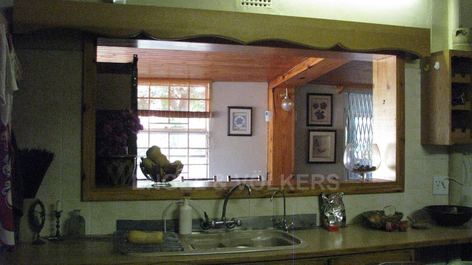 Land in Farms - Serving counter from the kitchen to the dining room