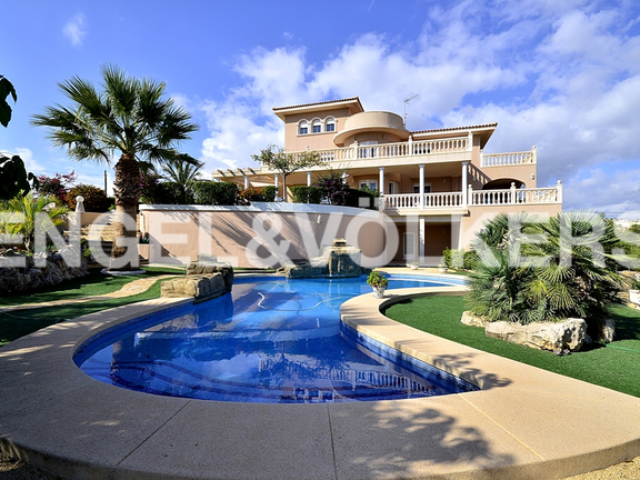 Magnificent Chalet in Benidorm. Swimming-pool