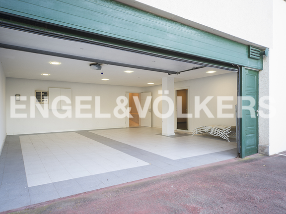 House in Igueldo - Garage with capacity for three cars and motorcycles