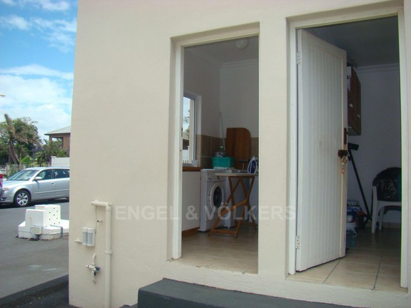 House in Uvongo - 025 Laundry &Staff quaters.JPG