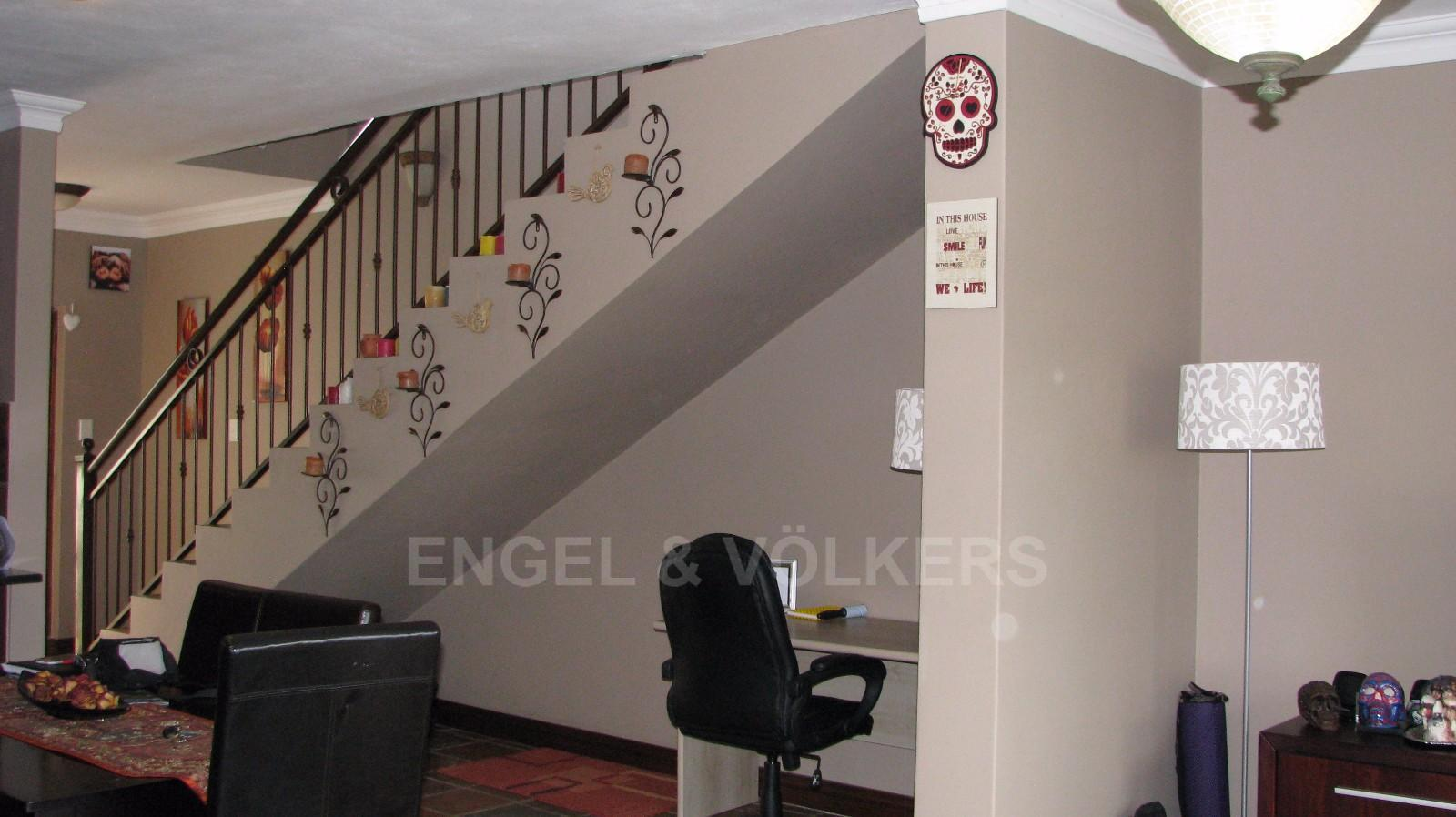House in Melodie - Study area and stairs to the upper level