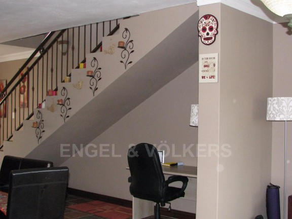 Apartment in Melodie - Study area and stairs to the upper level