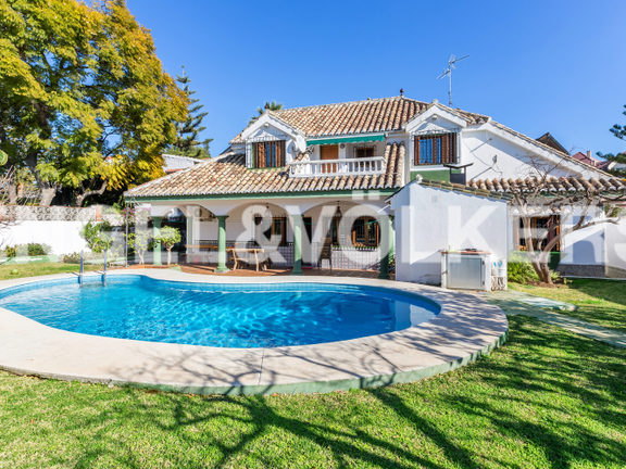 Villa for sale in Marbella City