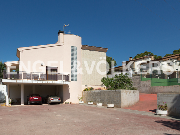 House in Benicasim/Benicàssim - Property backyard used for parking
