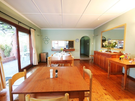 House in Redhouse - Open Plan Dining Area Leading To Patio