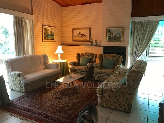 House in Waterkloof Ridge - 1 of 4 living areas