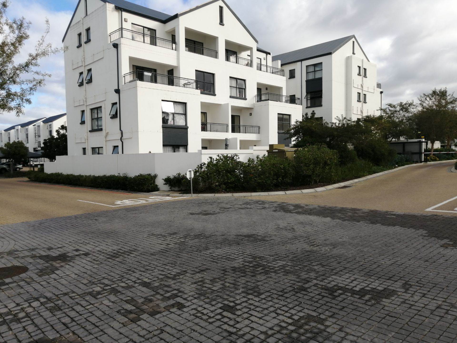 Apartment in Somerset West - IMG_20190704_102802.jpg