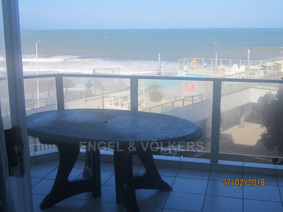 Apartment in Margate - 001 Pool and beach view.JPG