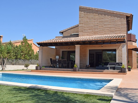 Villa with swimming pool and garden in Sa Cabaneta