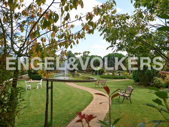 House in Ulía - Attractive landscaping, with walk paths