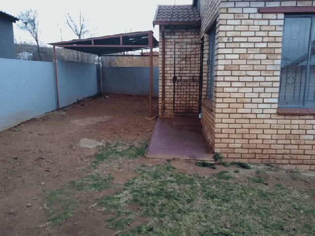 House in Ikageng - 16.jpeg
