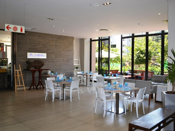 Condominium in Benmore - restaurant_1.jpg