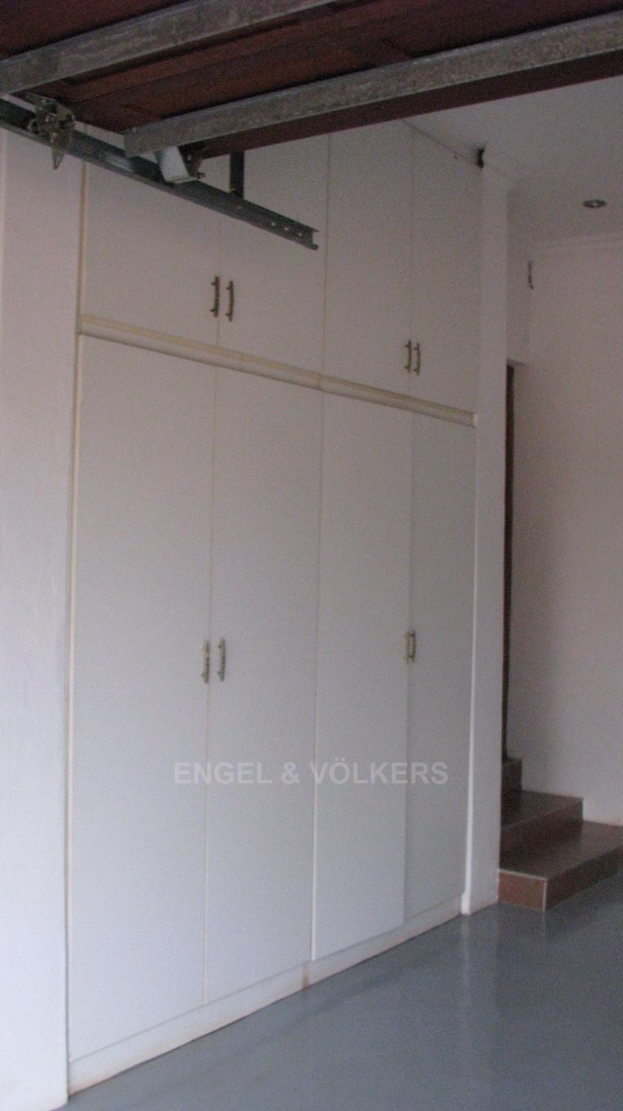 House in Melodie A/h - Built-in cupboards in garages