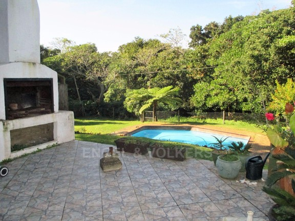 House in Sea Park - Braai area and Pool.JPG