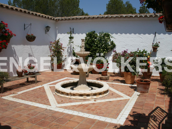 Rustic Property next to the Javea Golf Course. Patio with springhead.