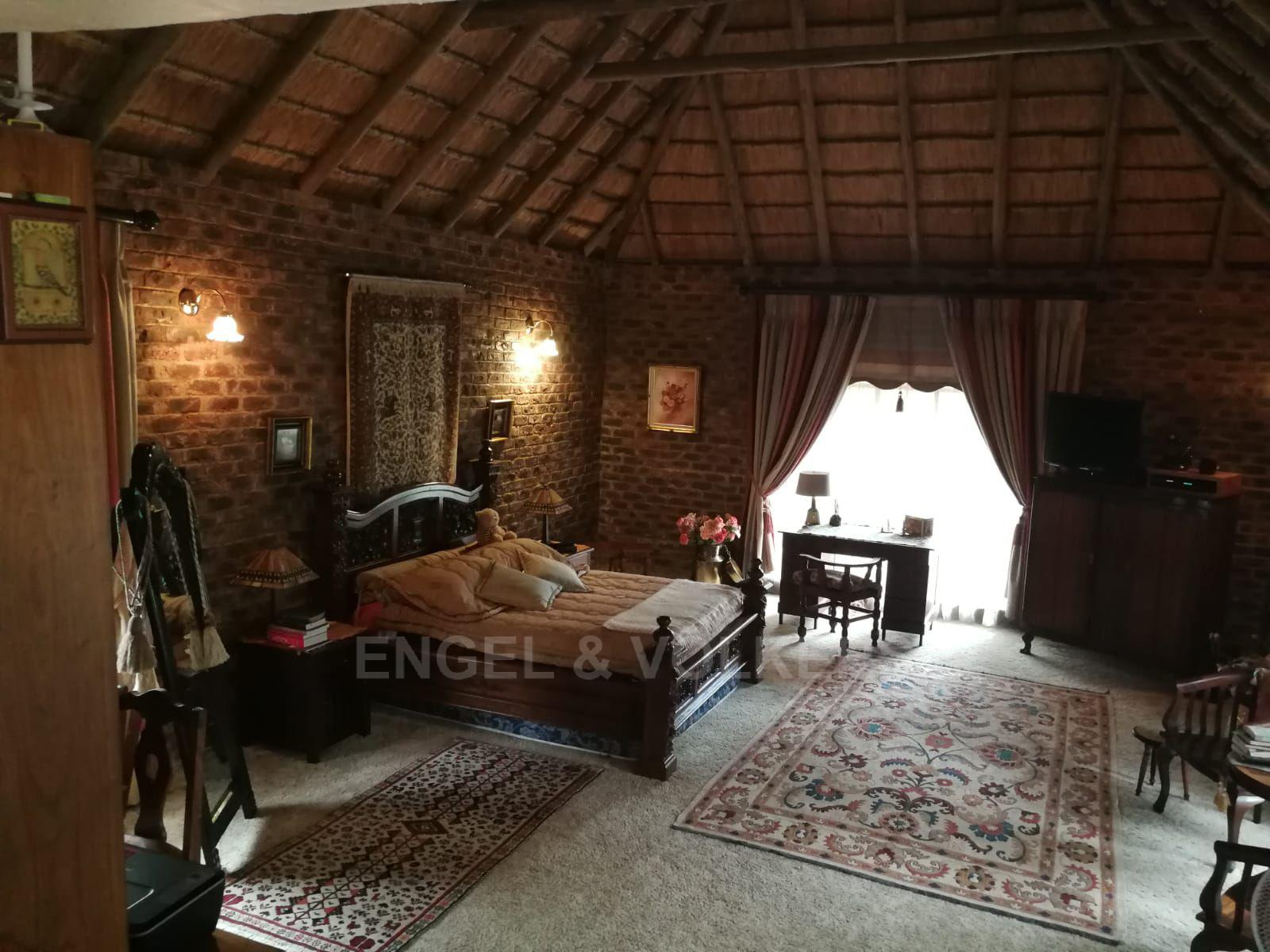 Land in Hartbeespoort Dam Area - Wonderfully large main bedroom