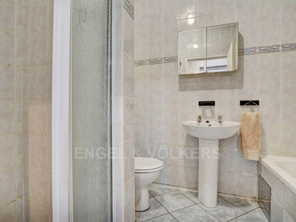 Apartment in Noordhang - Bathroom with shower