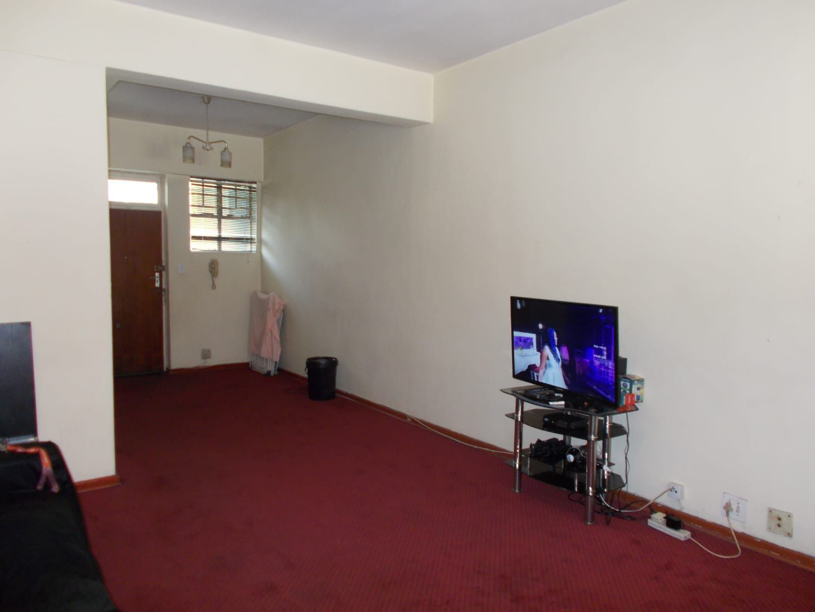 Apartment in Hillbrow - WhatsApp Image 2021-01-12 at 13.03.09 (2).jpeg