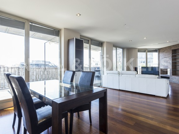 Condominium in Eixample Dreta - Comfortable living and dining room