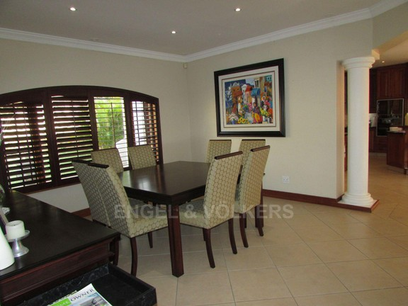 House in Uvongo - 006 Dining Room.JPG