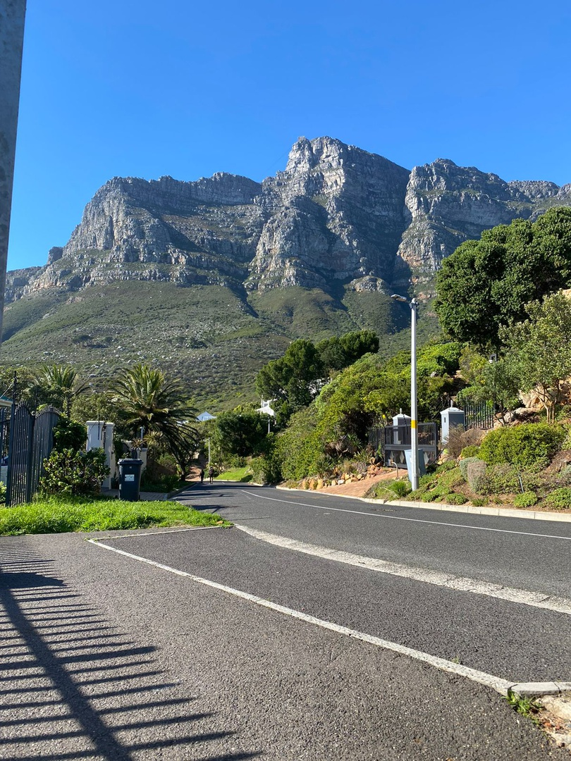 House in Camps Bay - Views from the road