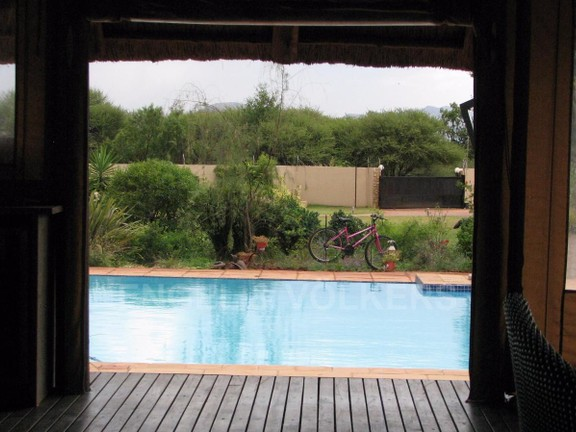 House in Melodie A/h - Views from lapa over swimming pool into garden