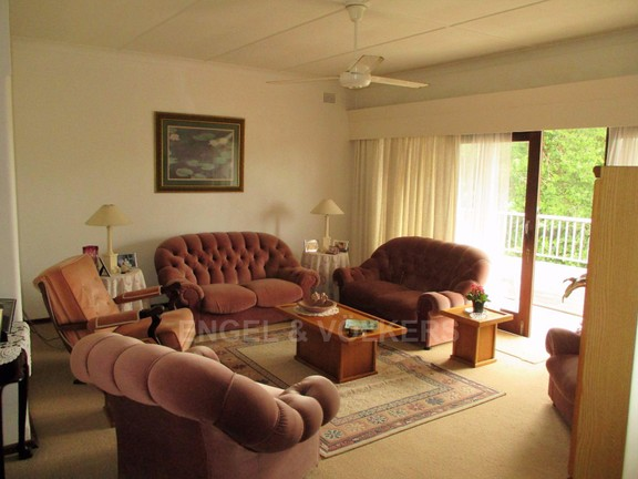 House in Port Shepstone - lounge main house.JPG